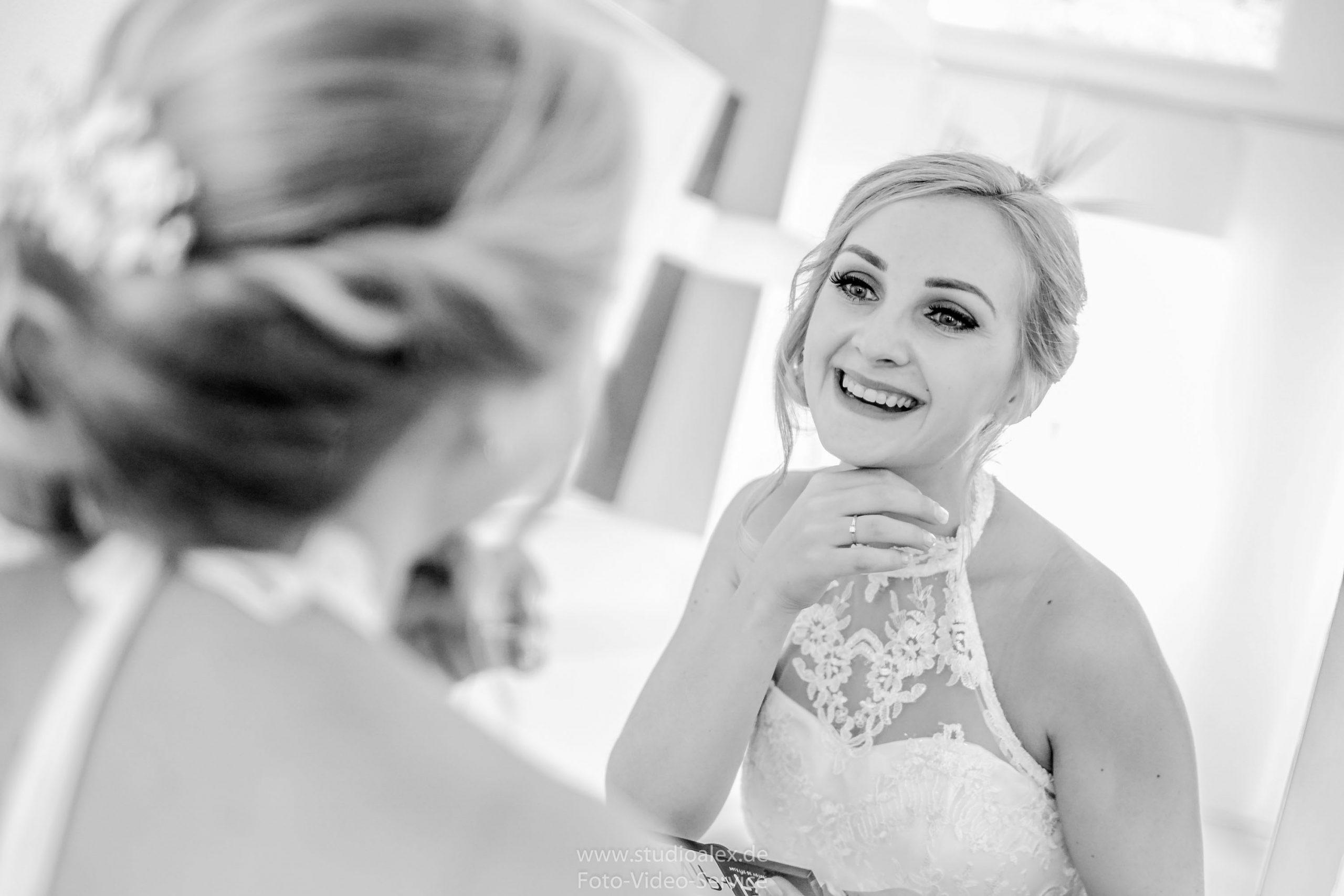 Hochzeitsfotograf-Amberg-Fotograf-für-standesamtliche-Trauung-im-Kümmersbruck.-Hochzeitsfotos-Bayern-06565-scaled.jpg