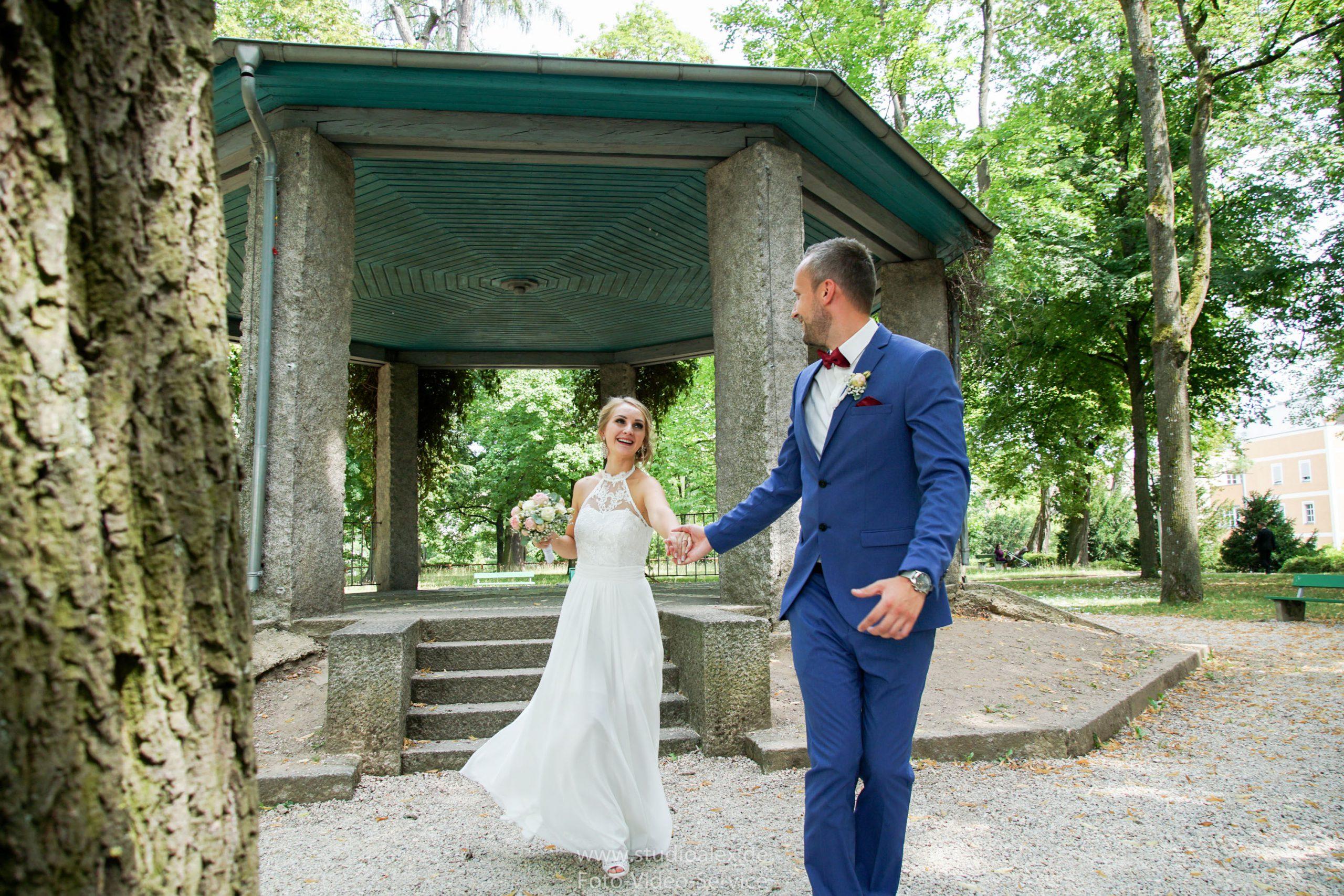 Hochzeitsfotograf-Amberg-Fotograf-für-standesamtliche-Trauung-im-Kümmersbruck.-Hochzeitsfotos-Bayern-07339-scaled.jpg