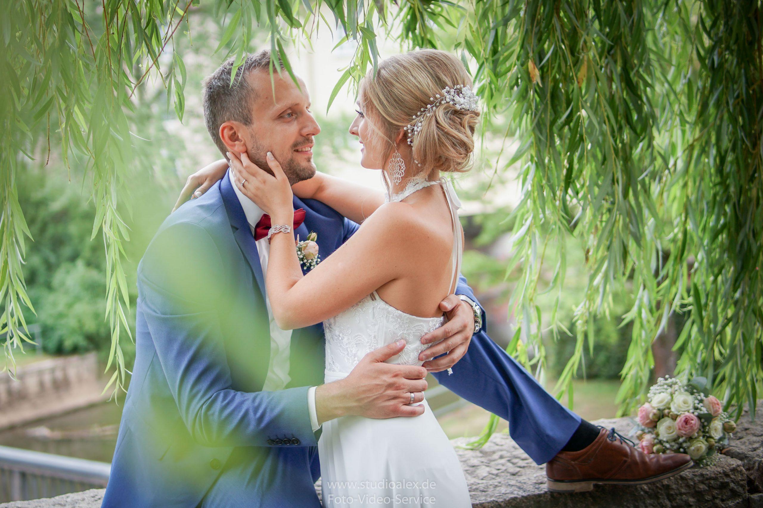 Hochzeitsfotograf-Amberg-Fotograf-für-standesamtliche-Trauung-im-Kümmersbruck.-Hochzeitsfotos-Bayern-07460-scaled.jpg