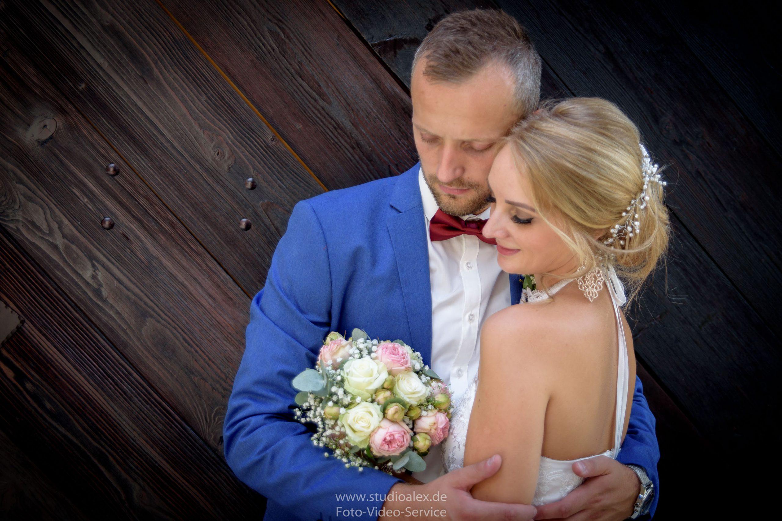 Hochzeitsfotograf-Amberg-Fotograf-für-standesamtliche-Trauung-im-Kümmersbruck.-Hochzeitsfotos-Bayern-2725-scaled.jpg
